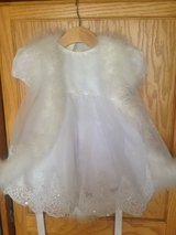 Beautiful white dress size 6-12m in Algonquin, Illinois