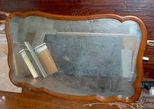 ANTIQUE MIRROR, VERY GOOD CONDITION, WOOD. in Camp Lejeune, North Carolina